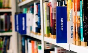 Biblioteca en la residencia universitaria de Vitoria Inmaculada