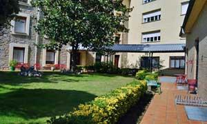 Jardines de la residencia universitaria de Vitoria Inmaculada