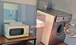 Office con nevera, microondas y lavadora con planchador